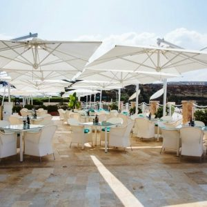 Veneto Maxi cantilever umbrellas covering an outdoor dining area
