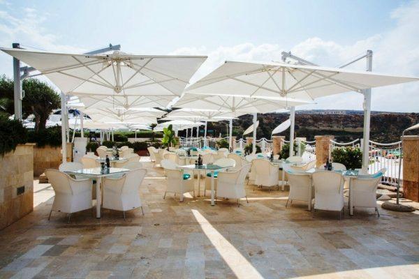 Veneto Maxi cantilever umbrellas covering an outdoor dining area