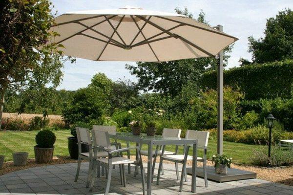 P6 Round Uno Umbrella shading an outdoor dining area