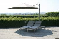 p6 round uno umbrealla shading two pool lounge chairs