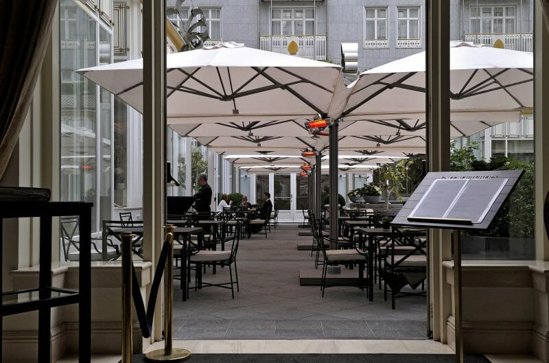 p-6 square quattro commercial cantilevered umbrellas covering an outdoor restaurant seating area